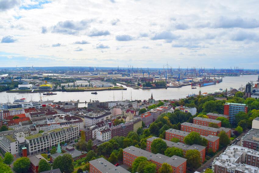 ミヒャエル教会からの港の眺め