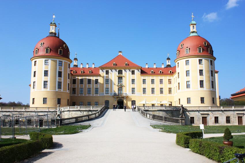 丸い屋根が特徴的なモーリッツブルク城
