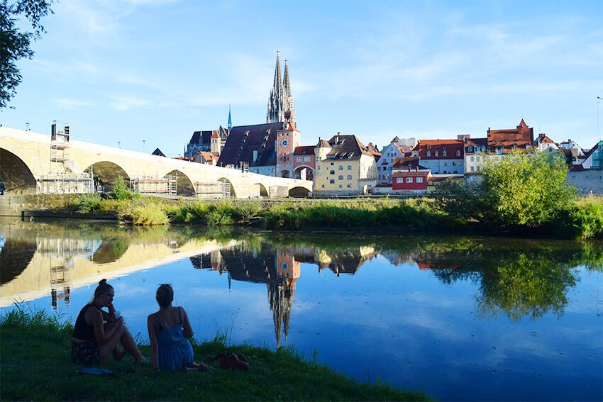 レーゲンスブルクの石橋と旧市街