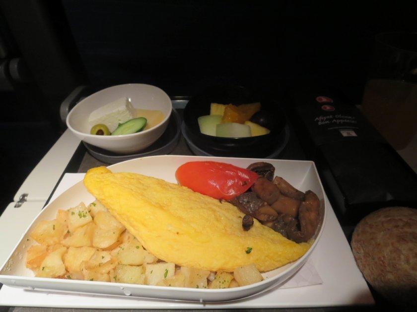 トルコ航空機内食オムレツの朝食