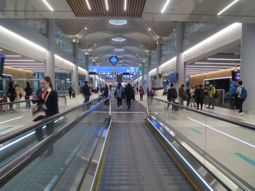 イスタンブール空港ターミナルBの歩く歩道
