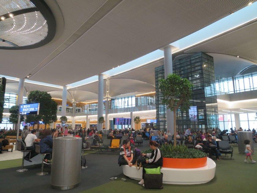 イスタンブール空港飛行機乗り場の待合スペース