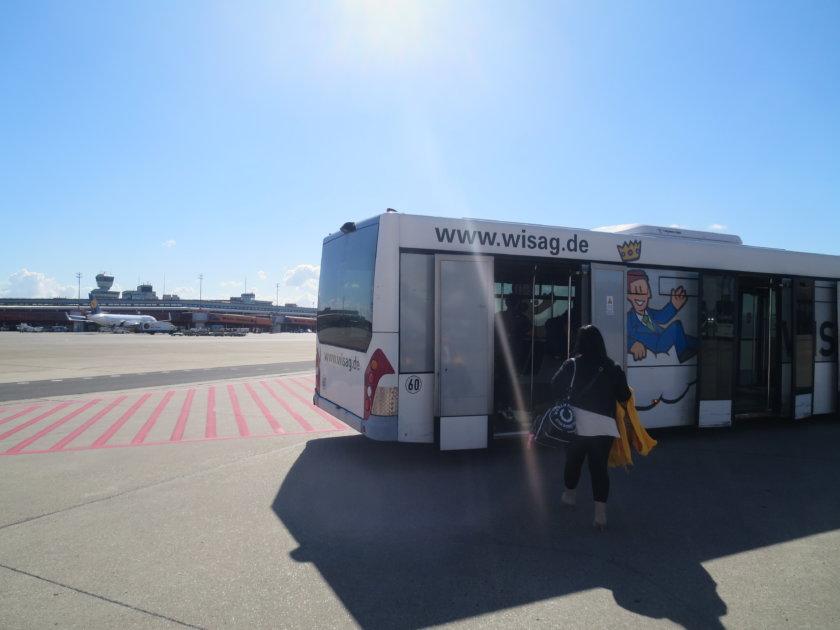 ベルリンテーゲル空港でのバス移動