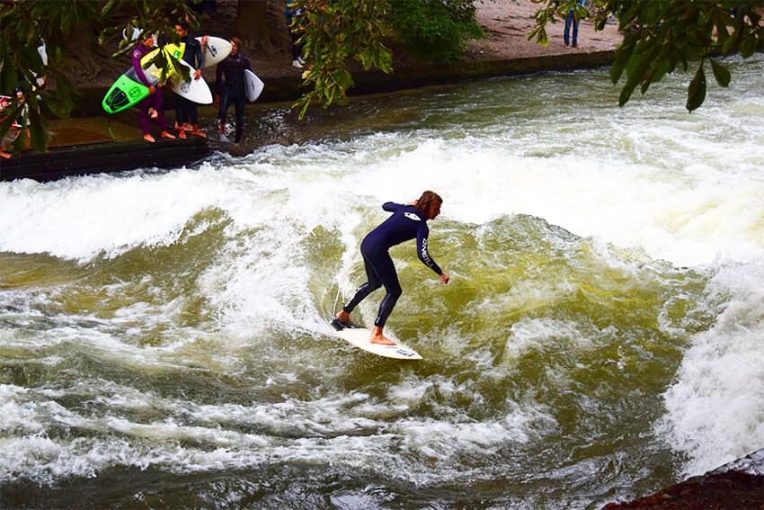München-Englischer-garten-surfing